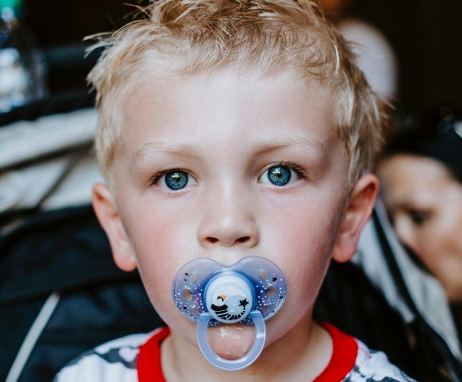 Odontopediatría: riesgos del chupete en niños.