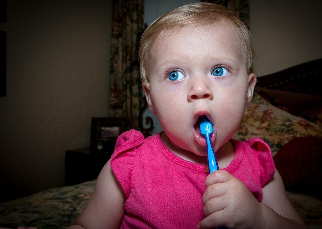 Ventajas del cepillo de dientes manual en niños
